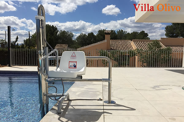 wheelchair-adapted-villas-swimming-pool-hoist