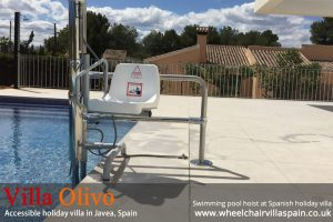 Swimming pool hoist for disabled people