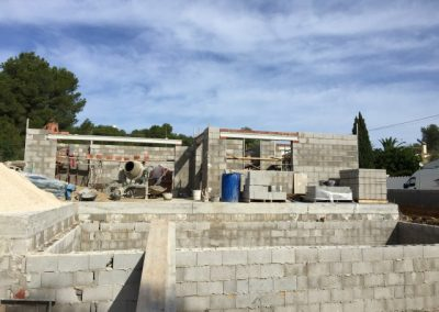 Front view of Villa Olivo in build