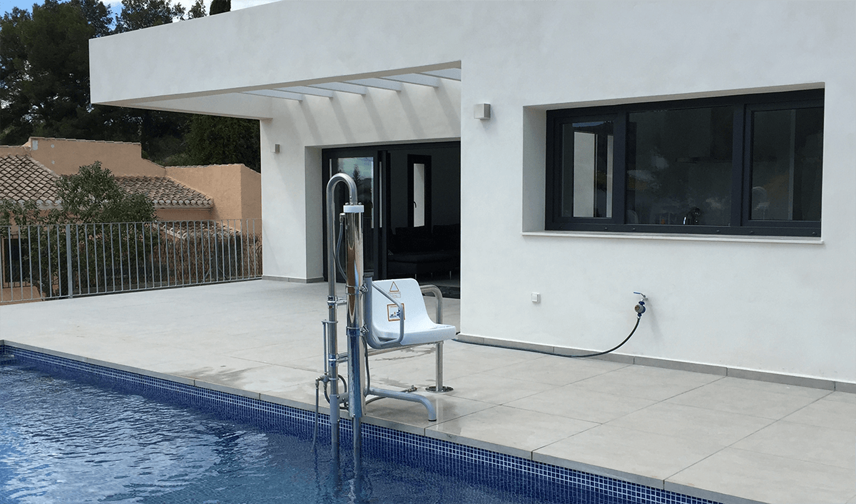 Swimming pool with hoist