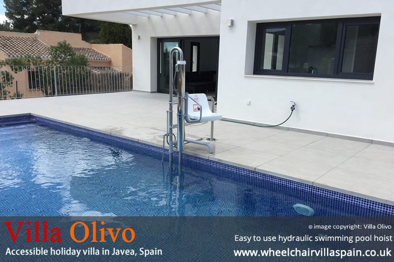Accessible holiday villa to rent in javea costa blanca spain for Villas in uk with swimming pool