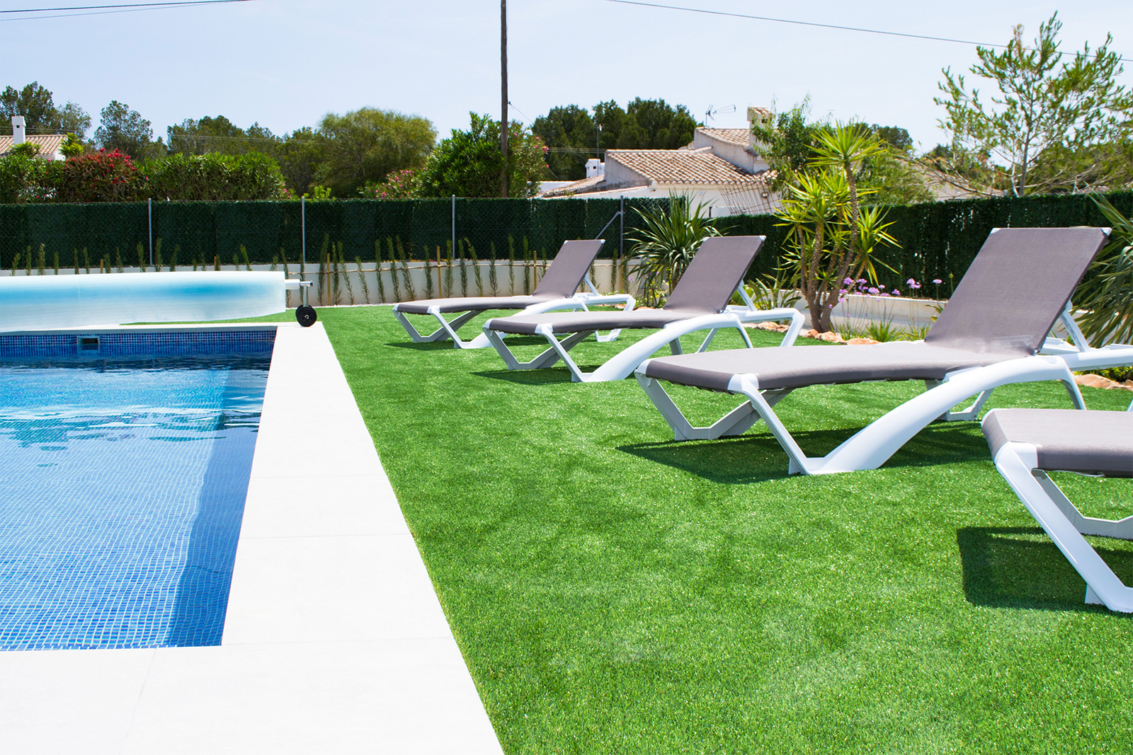 swimming-pool-immaculate-gardens-javea-spain