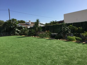 large-garden-area-at-spain-holiday-villa