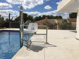 swimming-pool-hoist-for-wheelchair-users