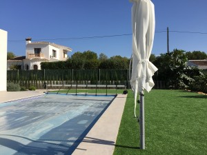 swimming-pool-with-solar-pool-cover